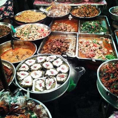 Wulai Market   Chiang Mai Alumni Cynthia Kuzela
