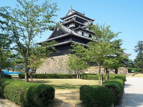 Explore the history of Japan while teaching English