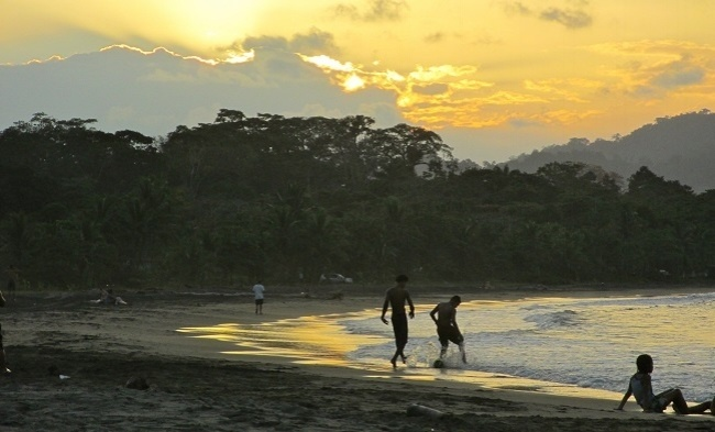 650-Costa-Rica-Brad-Scheel-650-beach.jpg