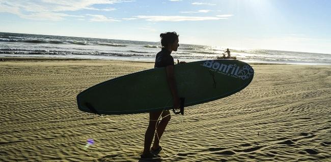 650-acapulco-mexico-beach-surfing-pb.jpg