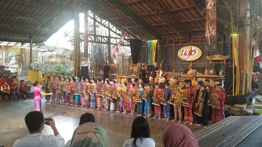 Teach English in Indonesia TEFL