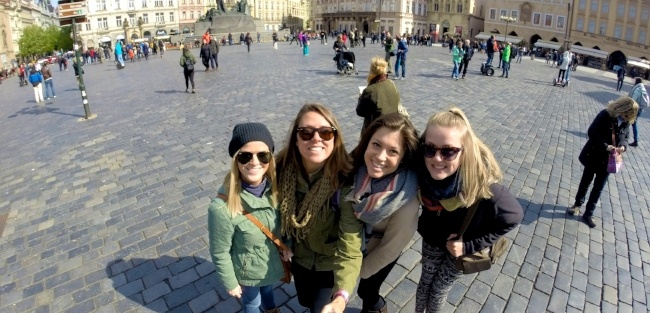can friends teach english abroad together