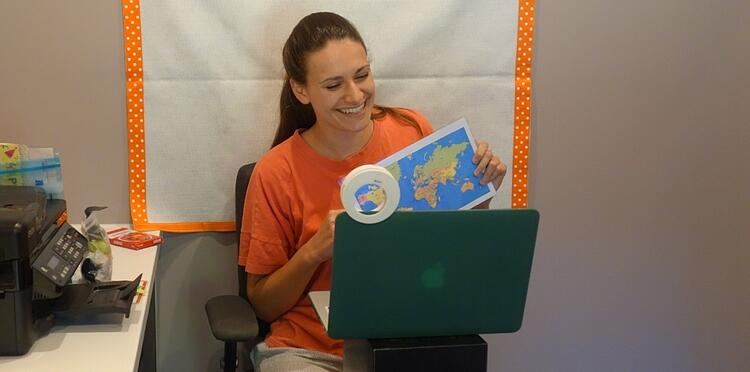 How to Setup An Online Classroom for Teaching English Online While Traveling