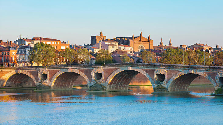 Get TEFL Certified in Toulouse, France
