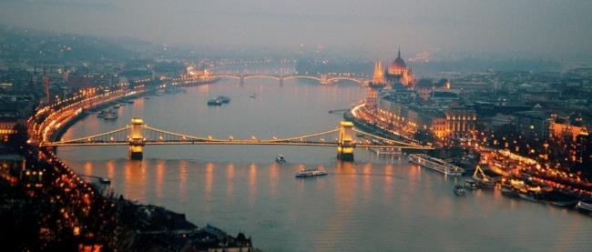 budapest-hungary-palace-river-skyline-650.jpg