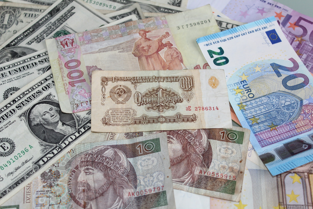 TEFL Taiwan saving money