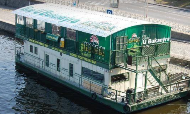 house-boat-bar-prague-czech.png