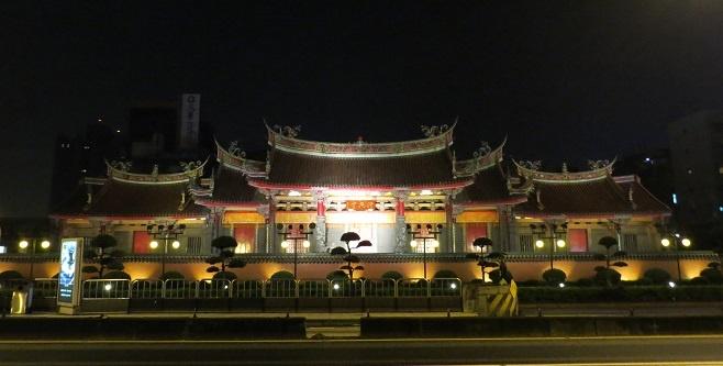 650 Taiwan-Noah Cooper-Xingtian Temple (1).jpg