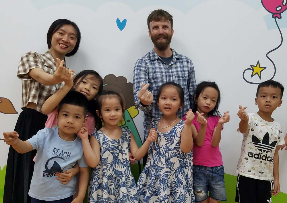 ITA alumnus Jeff Alten teaching English in Vietnam, Asia